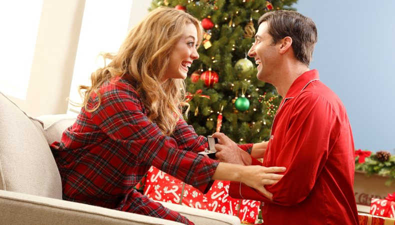 Best Ways to get her to say YES this December THE SANTA PROPOSAL